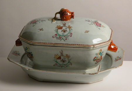Tureen stand