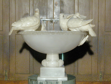 Vase with four Doves Drinking and Preening