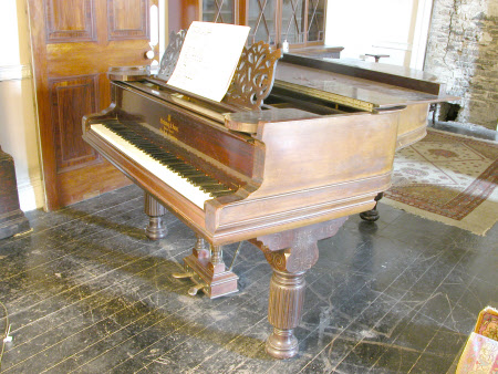 Boudoir grand piano